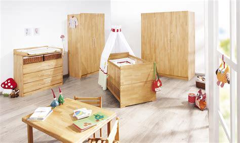chambre en bois massif chambre bébé lit commode nature pinolino