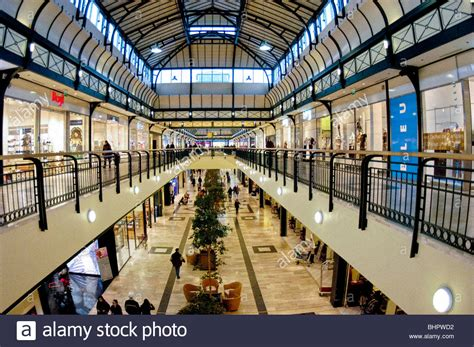 horaires boutiques val d europe marne la vallee quot val d europe quot inside shopping center stock photo royalty free