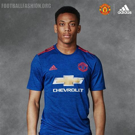 manchester united   adidas  kit  football