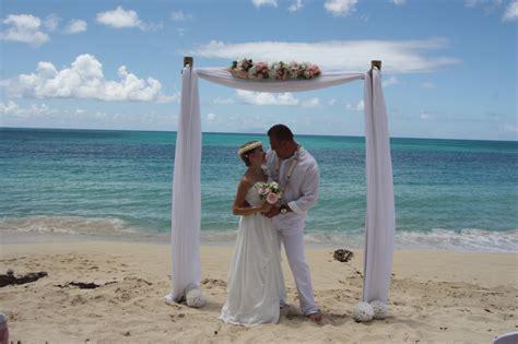 mariage chetre ile de le mariage de cl 233 mence sur la plage en toute intimit 233