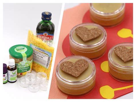 lippenbalsam selber machen kokosöl diy kosmetik nat 252 rlichen lippenbalsam selber machen mit bienenwachs happy dings happiness