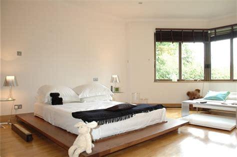 chambre th鑪e londres une chambre contemporaine visite d 39 un appartement de luxe au coeur de londres sur