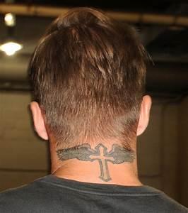 Tatouage Homme Petit : petit tatouage homme j 39 ai besoin d 39 id e de tatouage ~ Carolinahurricanesstore.com Idées de Décoration
