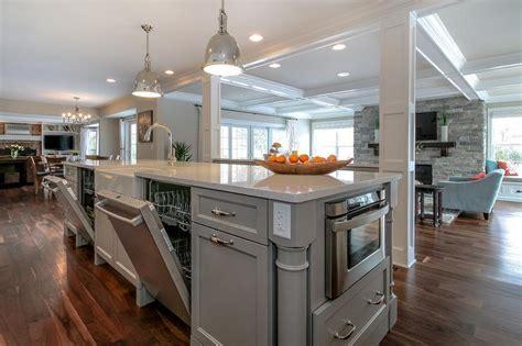 foto de Gray Iridescent Tile Backsplash Transitional Kitchen