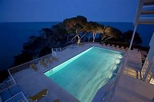 10 hoteles con piscina al borde del mar Paradores de Turismo