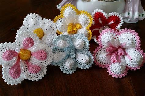 fiori fatti a uncinetto fiori ad uncinetto per bomboniera o segnaposto fiori