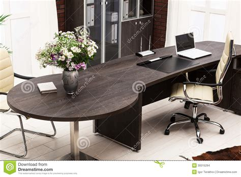 le bureau moderne bouquet des fleurs sur le bureau images stock image