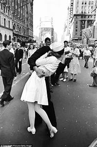 Times Square kiss: Statue of the famous moment at the end ...