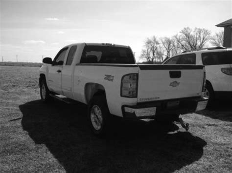 sell   chevy silverado  lt   flex fuel