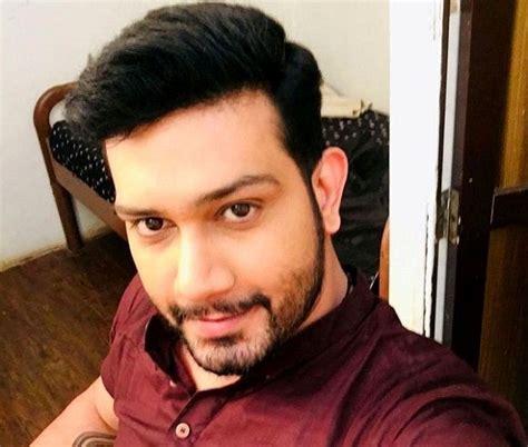 vineet kumar chaudhary actor height weight age wife