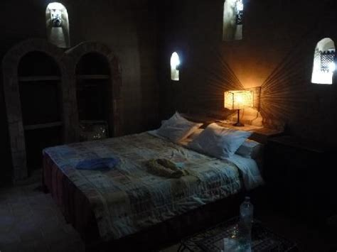 location chambre à la journée aspect de la chambre 7 en pleine journée un peu sombre