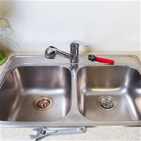monter un robinet de cuisine comment installer un siphon