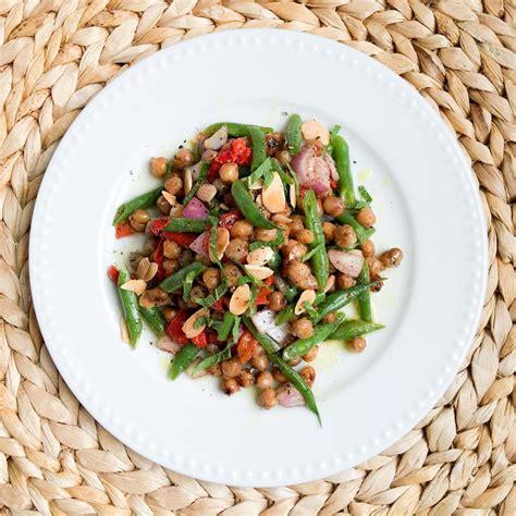 cuisiner pois chiches salade de pois chiches poivrons rôtis haricots verts et amandes l 39 anarchie culinaire selon