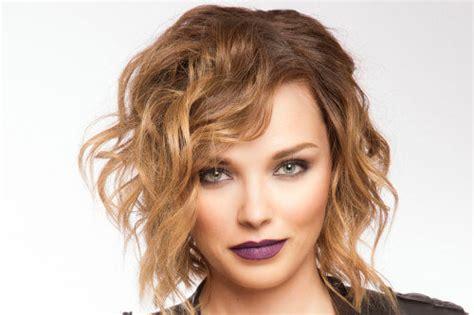 2018's Trendiest Medium Length Hairstyles For Women