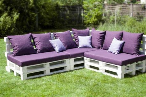 canapé de couleur fabriquer des meubles avec palettes salon de jardin en