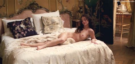 Christina Ricci Nude In Bed From Bel Ami Photo Nude