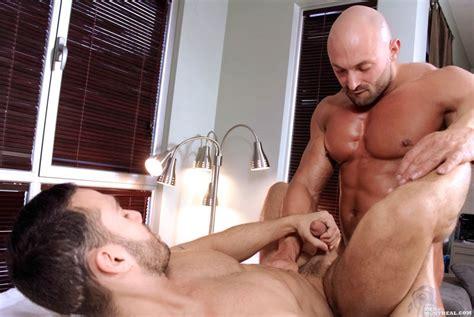 bald bodybuilder massages and fucks client gaydemon