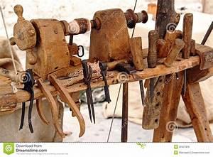 Outil Pour Fendre Le Bois : tour et outils pour le travail du bois images libres de ~ Dailycaller-alerts.com Idées de Décoration