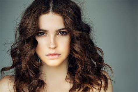 6 Natural Looking Highlights For Dark Brown Hair