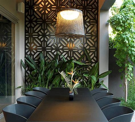 Monstera deliciosa centerpiece Decoist Patio wall