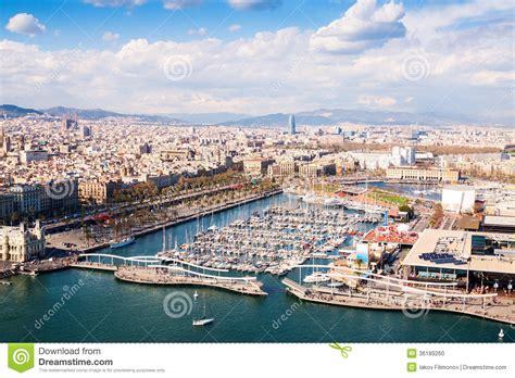 vue a 233 rienne de ville de barcelone avec le port vell photo stock image 36189260