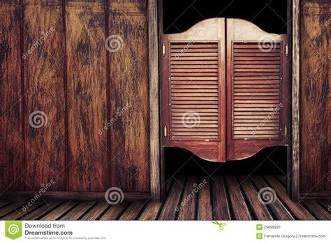 portas de madeira  bar  vintage velho foto de stock