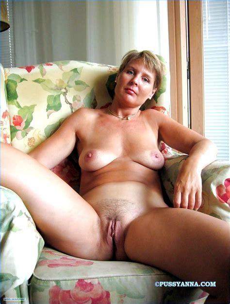 Older Nude Moms At Home Amateur Photo