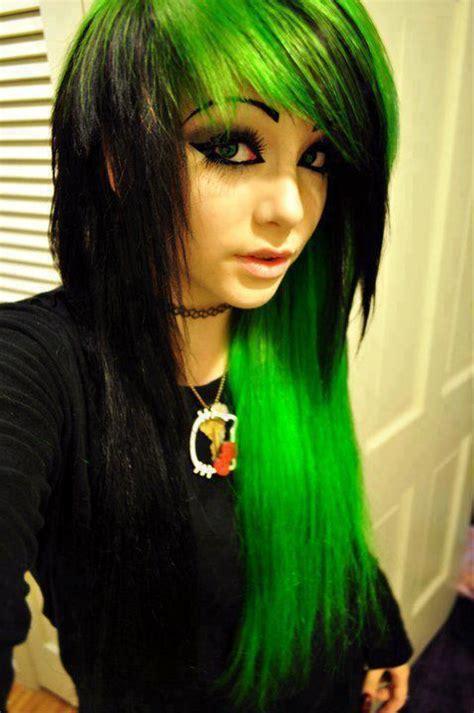gruene haare auf schwarzes haar farbe frisur friseur