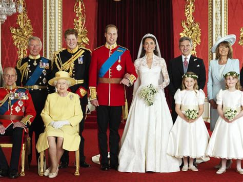 meghan markle lihat  deretan gaun pengantin royal