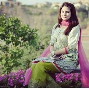 Curvy Pakistani Girls Fashion-25 Plus Size Outfits For Girls