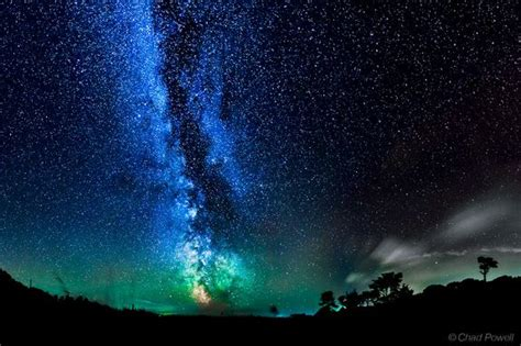 The Milky Way Green Airglow Are Captured Over