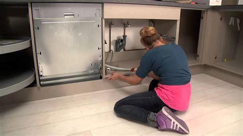 lave vaisselle en hauteur cuisine etape 5 pose des socles gamme les tentations