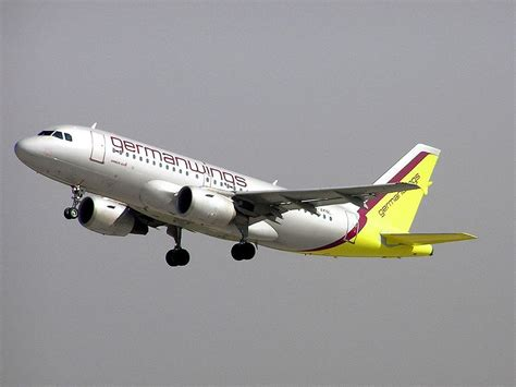 airbus si鑒e social francia airbus germanwings si schianta sulle alpi 148 persone a bordo