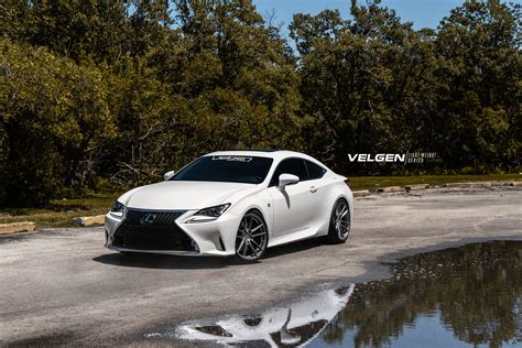 lexus rc white sports coupe