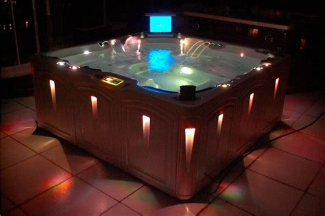 China Jacuzzi Spa/ Hot Tub / Spa Pool With Tv (elegance