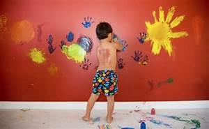 Disegni su pareti stanzetta dei bambini