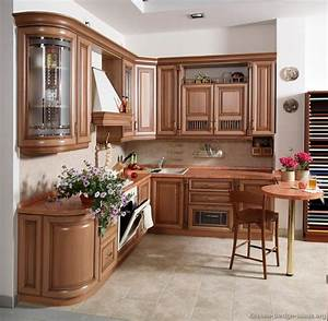 Pictures of Kitchens - Traditional - Light Wood Kitchen