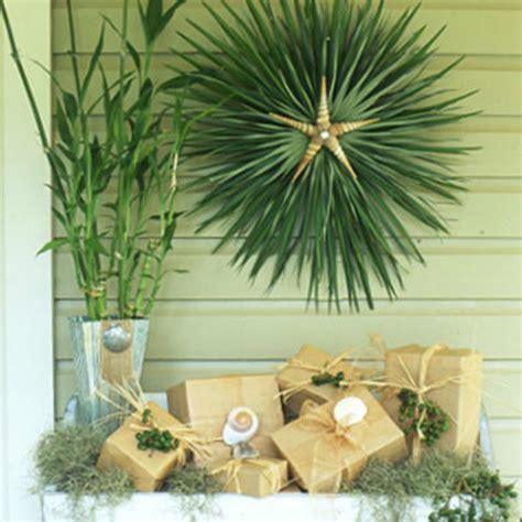 ways  coastal holiday decorating