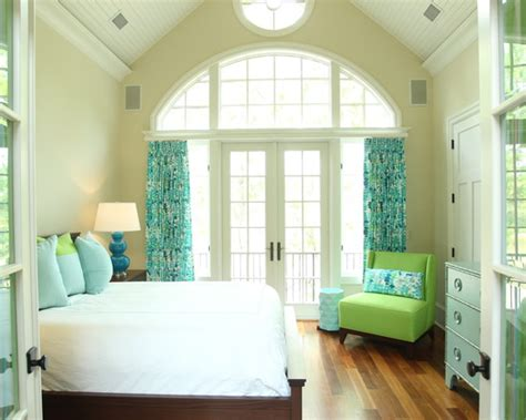 Tuerkise Vorhaenge Frische Farbe Im Raumbeach Style Turquoise Bedroom Theme With Turquoise Curtains Also Green Modern Armless Chair Also White Beadboard Ceiling Design Also Wall Paint Color Also Modern Bed With White Sheets by T 252 Rkise Vorh 228 Nge Frische Farbe Im Raum Freshouse