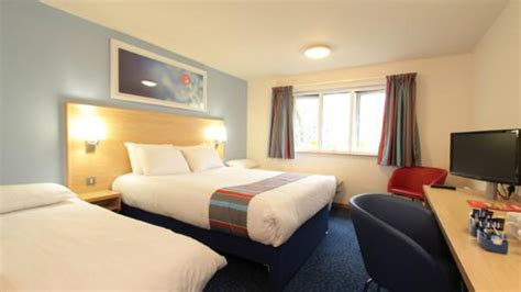 im   rape  travelodge hotel tv displays