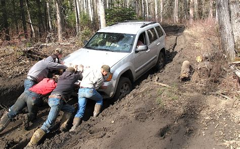4 Ways to Pull a Truck from the Mud