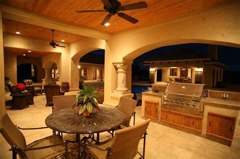 Outdoor Kitchen and Dining   Mediterranean   Patio