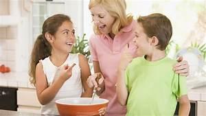 Mit Kindern Backen : backen mit kindern geeignete aufgaben sicherheit und co ~ Eleganceandgraceweddings.com Haus und Dekorationen