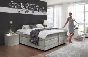 schlafzimmer einrichten ideen grau wei braun schlafzimmer wände farbig gestalten