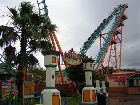 File:Boomerang roller coaster, Six Flags Fiesta Texas ...