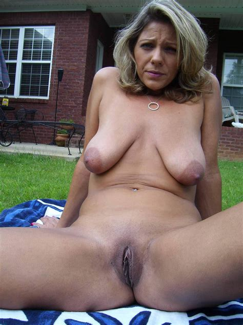 3504  In Gallery Anymore Of This Saggy Tit Milf