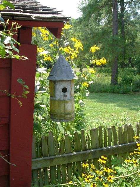 hometalk placing birdhouses   garden