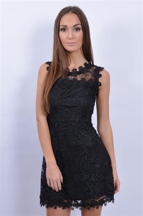 sukienka z grubej gipiury ażurowe plecy czarna cocomoda pl