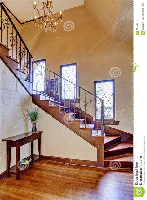 escalier interieur de villa int 233 rieur de luxe de maison couloir d entr 233 e avec l escalier photo stock image 42965113