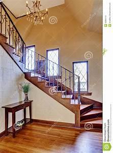 Décoration D Escalier Intérieur : int rieur de luxe de maison couloir d 39 entr e avec l 39 escalier image stock image du type ~ Nature-et-papiers.com Idées de Décoration